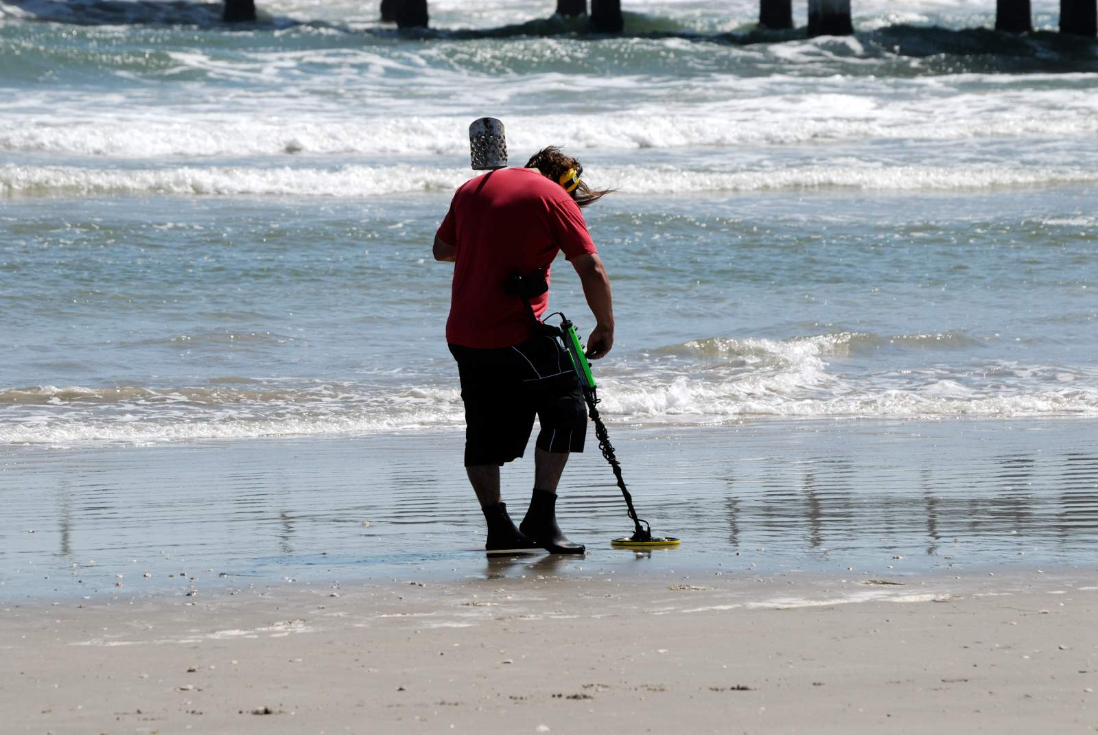 Key Things to Consider When Purchasing a Metal Detector for Beach